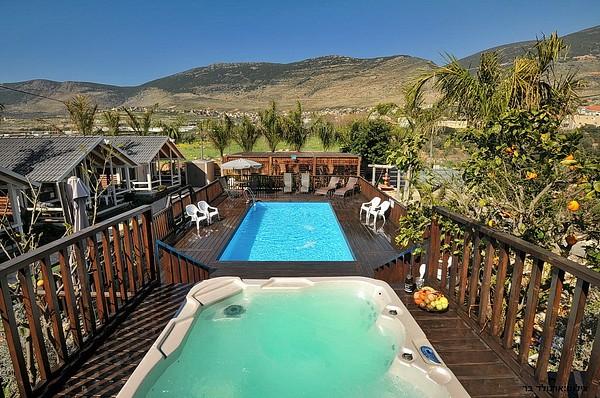 אחוזת אופוריה- מקום אחד בו ניתן לעשות הכל- בריכת שחייה, ג'קוזי מואר, פינת מנגל, קינוחים ועוד... לחצו כאן לגלריית תמונות!